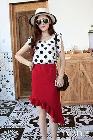 【图】高腰包裙搭配上衣服图片示范 教你包臀裙搭配什么上衣更显瘦