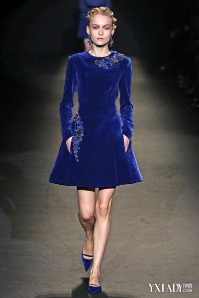 刺绣连衣裙走秀 优雅提升高贵气质