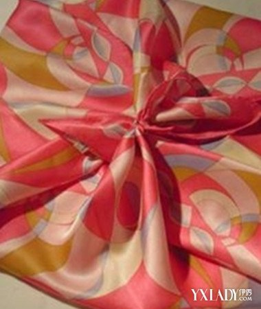 【图】如何系丝巾玫瑰最好看 玫瑰花香彰显魅惑女人味