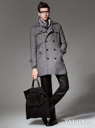大家幫我看看這件男生灰色風衣里面搭配什么樣子衣服好看,褲子,和鞋子圖片