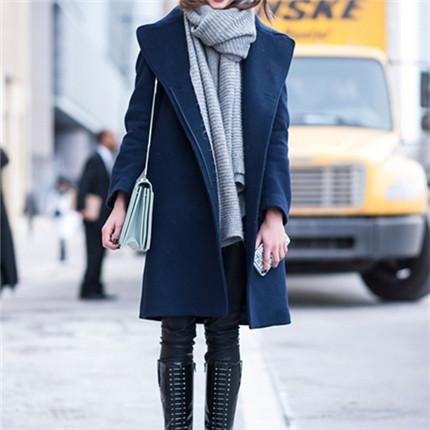 无领大衣搭配丝巾图片大全 让你显瘦秀美颈