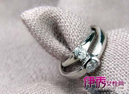 壹克弹奏钻石戒指标价_钻石戒指图片_50分钻石