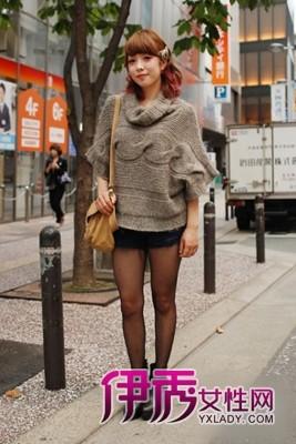 街拍超级个性花纹丝袜靓腿美女