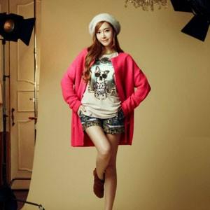星街拍示范韩国服装搭配图片-韩国女生服装搭配
