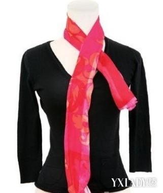 长丝巾的玫瑰花结系法图解