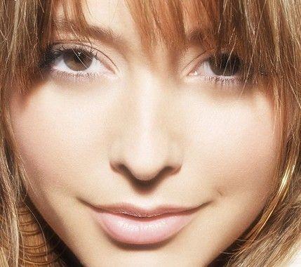 表情 肌肤/记住,干纹是眼周肌肤缺水的信号,如果不及时护理,会促使眼...