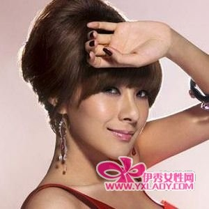 圆脸女生齐刘海盘发发型图片