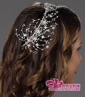花朵与长发 打造优雅的欧式新娘发型(组图)