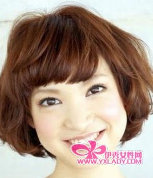 椭圆形,圆形,倒三角形  看似厚重的短发,却经过了发型师精心的修剪