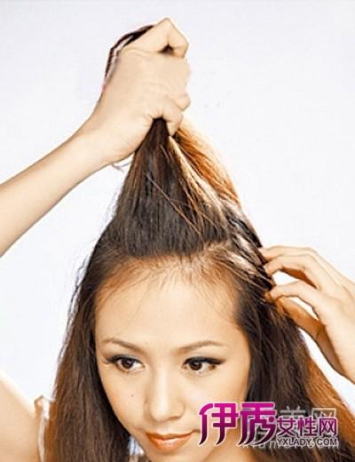 发型 流行发型 正文  长发的扎法 辫子 diy长发 diy扎法图解    step1图片