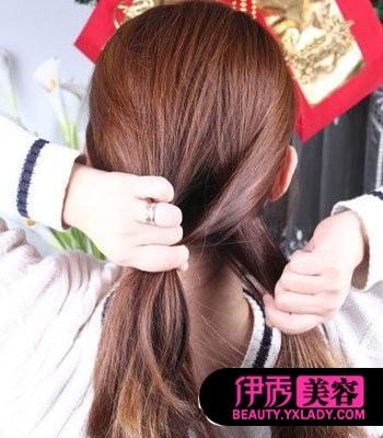 教扎头发简单步骤图_教你扎头发步骤图片_教你如何扎头发步骤_国际