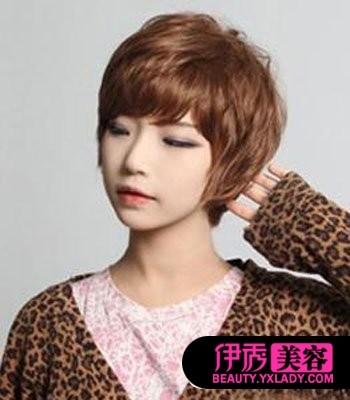一款非常好看的女生纹理烫发型