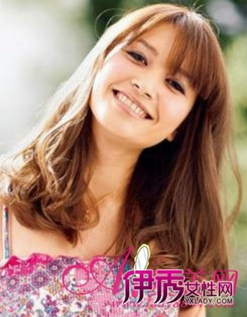 然的fell,韩式发型的梨花头也是持续走高,怎么看都是小脸美人.-