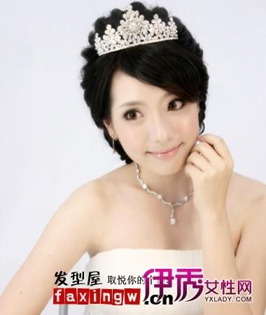 齐刘海中式新娘盘头妆图片