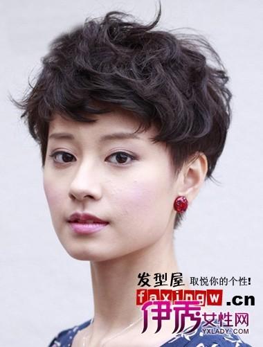 2018年新潮流发型短发烫发句子女生好看女生发型形容图片