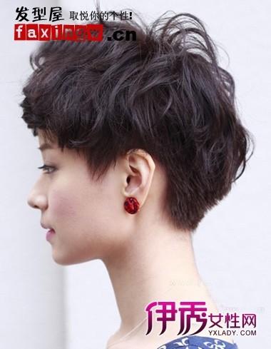 2018年新潮流美女女生烫发女生短发小学发型图片