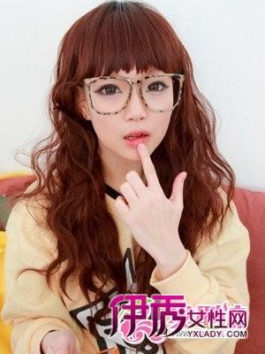 发型 流行发型 正文       甜美的浪漫风格玉米烫发发型呈现出女生的图片