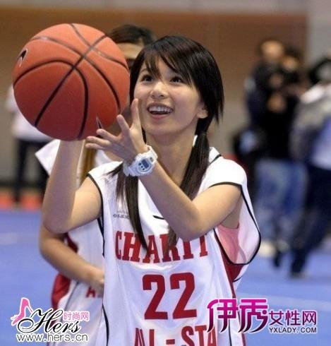 田馥甄/穿着球衣的Hebe颇有学生妹的味道,清纯可爱。