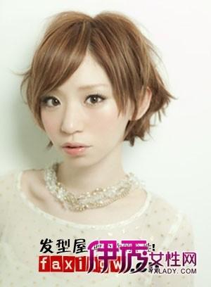八款流行的女士中短卷发发型图片(4)_流行发型