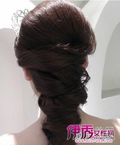 复古韩式新娘盘发发型-8款最新最时尚的新娘盘发发型 温婉动人