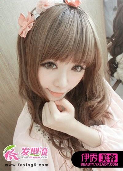齐刘海+中长卷发-2012夏季流行的甜美齐刘海发型