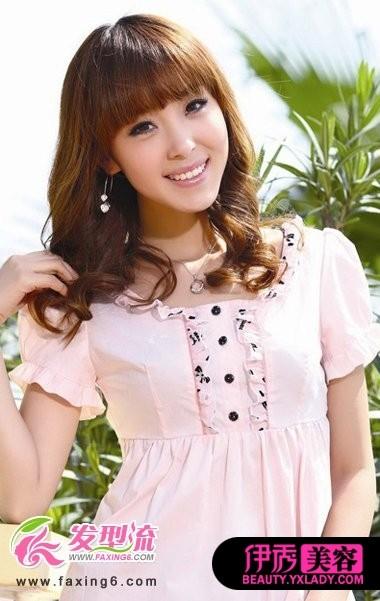 齐刘海女生卷发发型图片