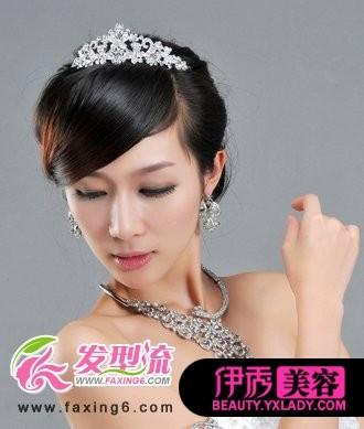 梅花水钻新娘发型  前刘海编织成蜈蚣辫的新娘发型,优雅甜美,俏丽动人图片