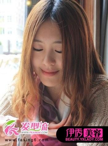 中分刘海卷发发型-2012女生时尚发型 精彩巨献图片