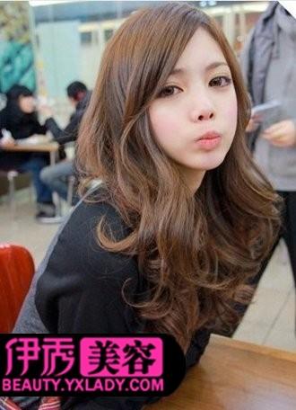 斜刘海卷发发型-卷发发型图片 秋季魅力女生发型分享