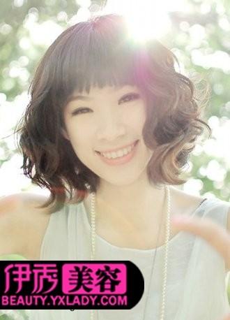 烫发发型图片 魅力中短发烫发发型图片