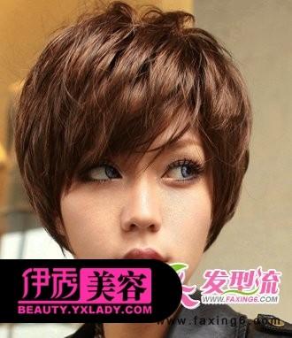 女生纹理烫短发发型图片