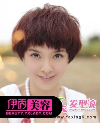 纹理烫短发发型  这款短发发型,将表层的发丝烫上纹理烫的发型设计图片