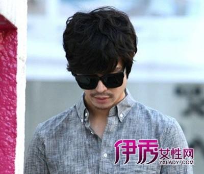 下面就根据男生发型流行趋势,推荐几款2014流行的韩式男生纹理烫发型图片