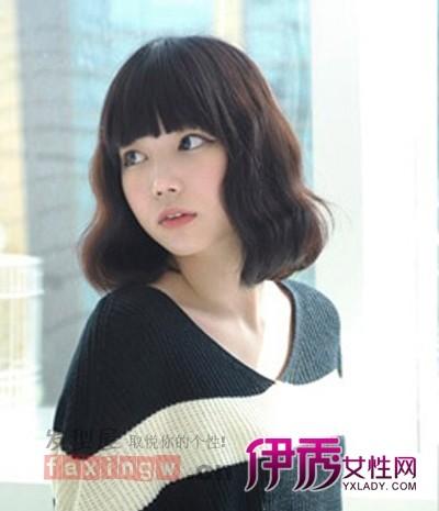 ↑图:最新韩式中长发烫发发型图片 长发蛋卷烫发中分发型-韩式烫发发图片