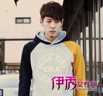 男生 刘海展/蓬松的纹理烫凸显出男生时尚的气质,顺滑的斜刘海展现出精致...