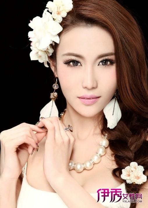 化妆技巧五:拍打让粉底更加服帖-春季如何打造清透自然新娘妆图片