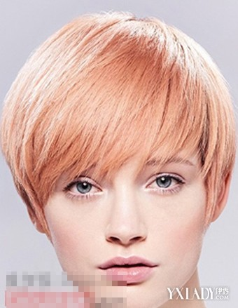 这款很碎的女生长碎发发型,是非常适合长脸女生的一款短发发型喔图片