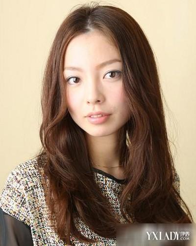 2014夏季最流行的韩系女生长发中分发型图片推荐图片