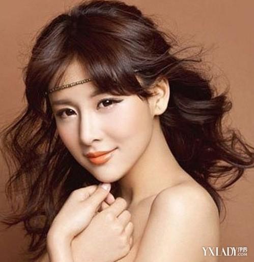 刘珊玲中长发发型甜美