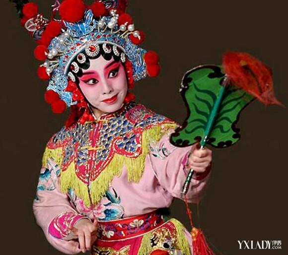图】福州上演闽剧比基尼四不像 传统的戏曲脸
