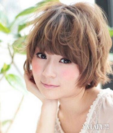 佟丽娅 波波头型 短发发型 短发烫发 卷发   这款齐耳的蓬松卷发,韩式图片