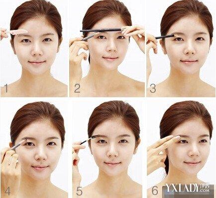 一、首先要找准眉头、眉峰与眉尾的位置,可以使用三点法来寻找。然后用眉笔将鼻翼与眼头的两个点连起来,延长线要与眉毛相交的点也就是眉头的位置。 二、用眉笔垂直在眉毛上,要注意垂直的过程中笔杆的边缘与黑眼球的外侧边缘要重合。眉笔与眉毛交接的地方就是眉峰了。 三、将眉笔放在鼻翼与眼尾之处,眉笔延长线要与眉尾的延长线相交在一个点上,这个点就是眉尾要延长到的位置。 四、使用眉刷沾取一点眉粉,眉粉的颜色要接近与你自己的发色。从眉头扫到眉峰再到眉尾。刷眉粉时,力度要从重到轻,在眉尾处轻轻的带过就可以了。 五、倘若你的眉