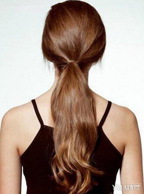 【图】冬季长发唯美低马尾发型扎法 扎头发造型图片