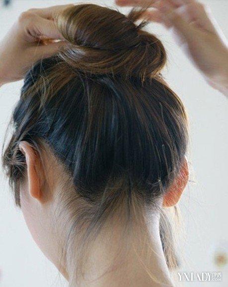 【图】长发直发发型扎法 美发达人示范直发丸子头的扎图片