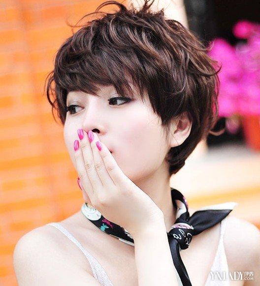 【图】流行短发卷发发型 新款女生帅气蓬松短卷发图片