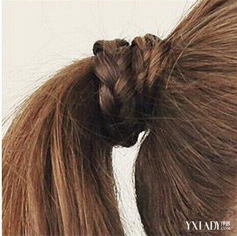 长头发怎么扎好看 冬季韩式长发马尾辫的简便扎法图片