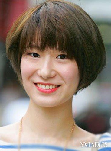 换上这样的短发发型,中年妇女马上就年轻了好几岁.图片