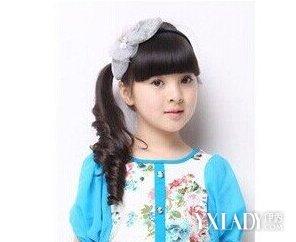 5岁儿童发型绑扎方法 小孩头发进来编扎特别漂亮图片
