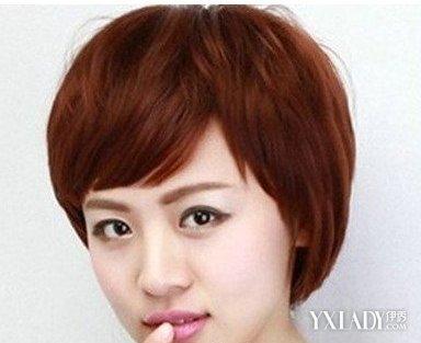 这款女生中性的短发发型很帅气,特别是适合长脸的美女,前面参差不齐图片