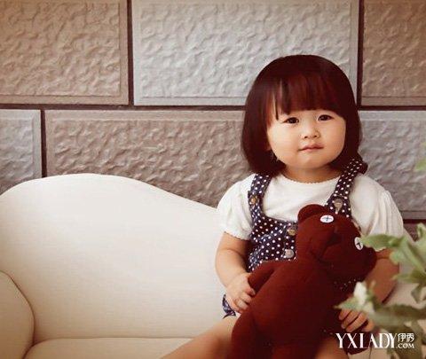 可爱2岁女宝宝短发发型图片 时尚百变显萝莉本色图片